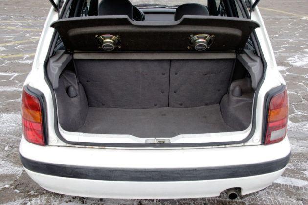 Nissan Micra K11 - bagażnik