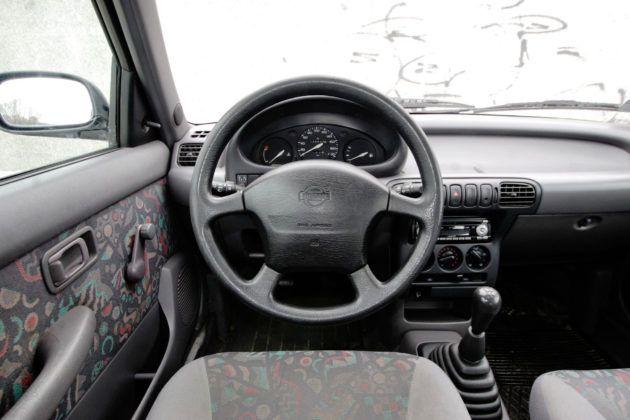 Nissan Micra K11 - deska rozdzielcza