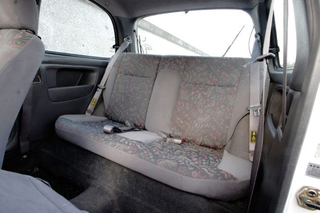 Nissan Micra K11 - tylna kanapa