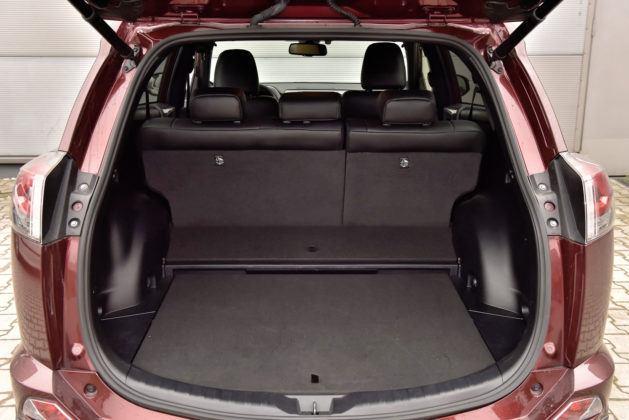 Toyota RAV4 Hybrid - bagażnik 1