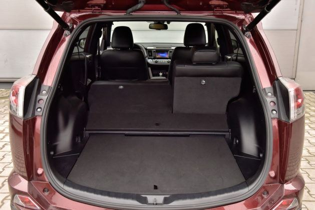 Toyota RAV4 Hybrid - bagażnik