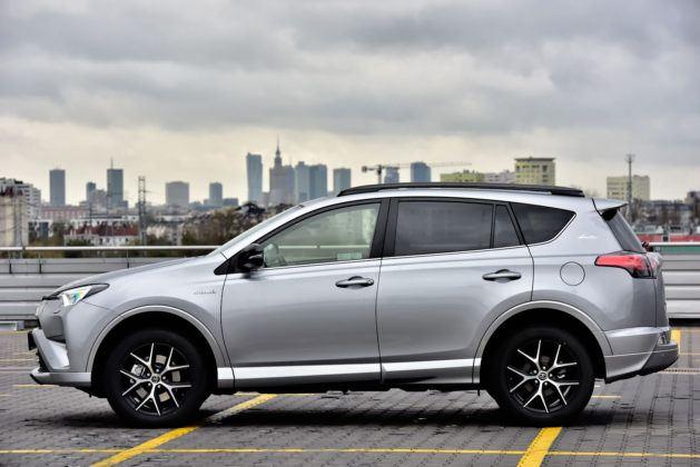 Toyota RAV4 Hybrid - bok