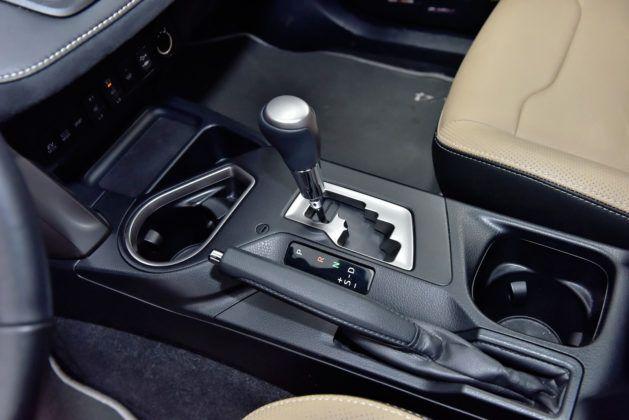 Toyota RAV4 Hybrid - dźwignia zmiany biegów