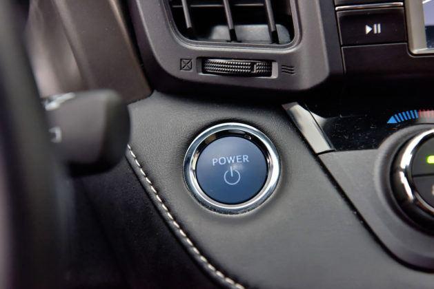 Toyota RAV4 Hybrid - przycisk uruchamiania silnika