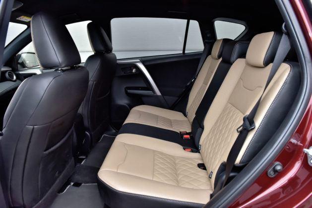 Toyota RAV4 Hybrid - tylna kanapa