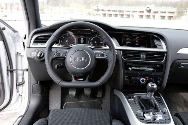Audi A4 3.0 TDI - deska rozdzielcza