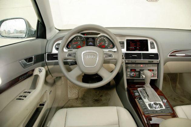 Audi A6 4.2 - deska rozdzielcza