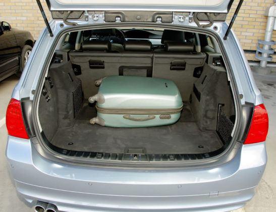 BMW 330d - bagażnik