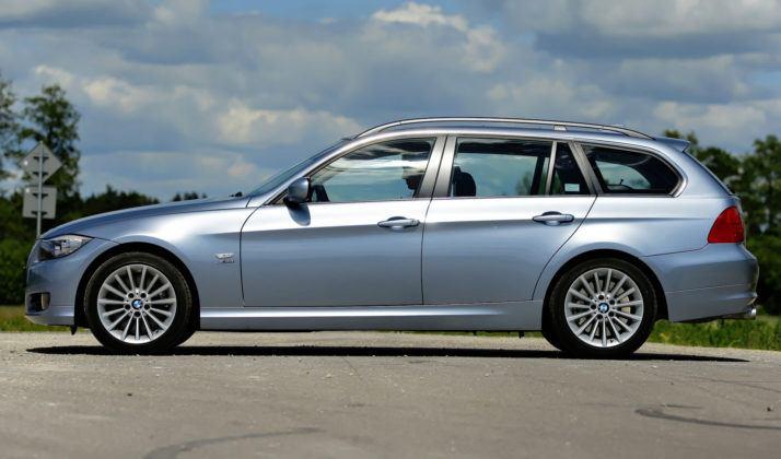 BMW 330d - bok
