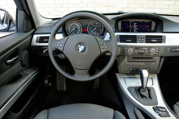 BMW 330d - deska rozdzielcza