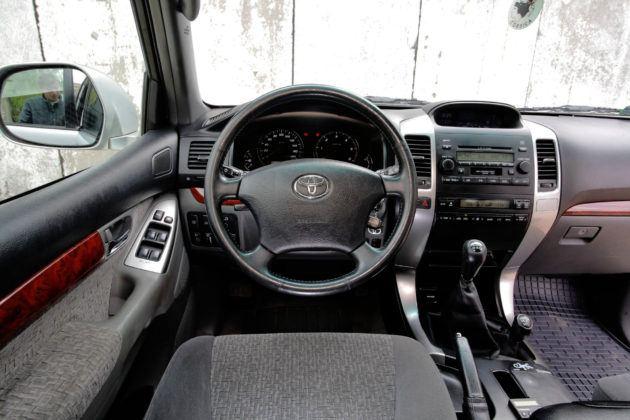Toyota Land Cruiser J120 - deska rozdzielcza