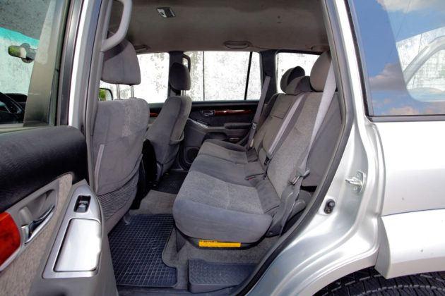 Toyota Land Cruiser J120 - tylna kanapa