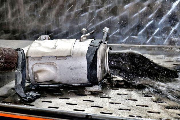 Usuwanie wody z sadzą z filtra DPF