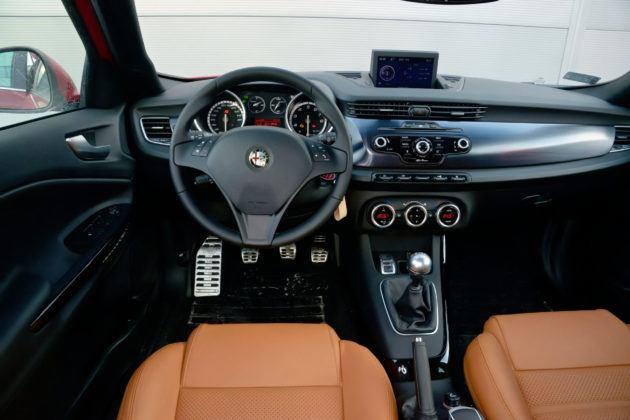 Alfa Romeo Giulietta - deska rozdzielcza