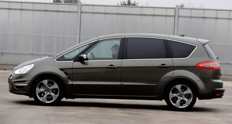 Ford S-Max - bok (