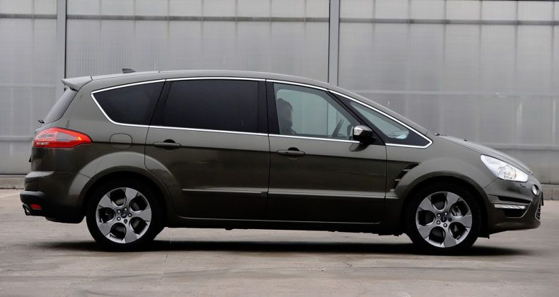 Ford S-Max - bok