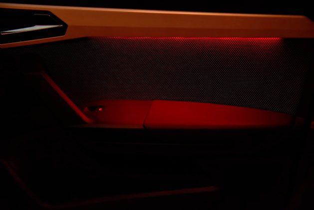 Seat Arona - podświetlenie boczków drzwi