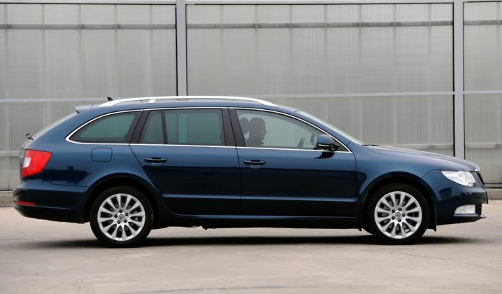 Skoda Superb II - bok