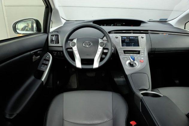 Toyota Prius III - deska rozdzielcza