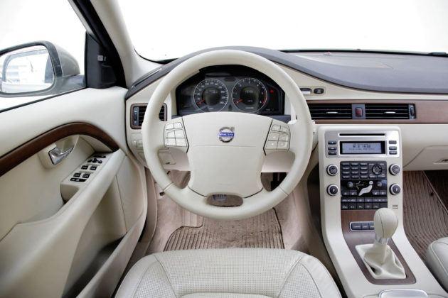 Volvo V70 III - deska rozdzielcza