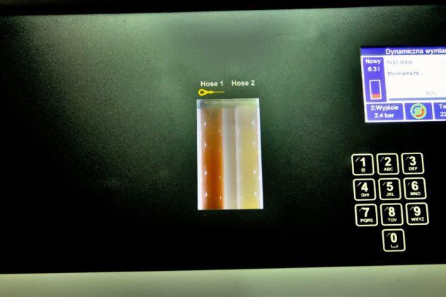 Zalanie nowym olejem - pasek lewy czystszy (wtłoczenie nowego oleju)