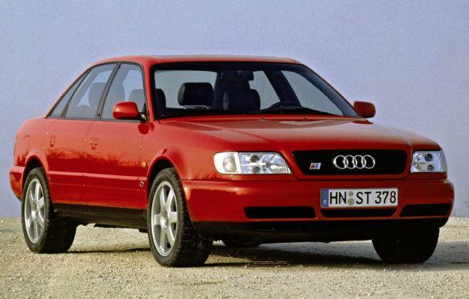 Audi A6 C4 - niektóre auta rdzewieją na progach i łączeniach blach.