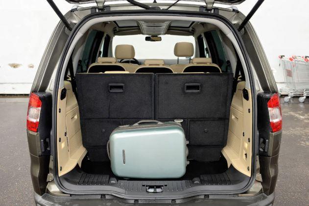 Ford Galaxy II - bagażnik (3. rząd siedzeń rozłożony)