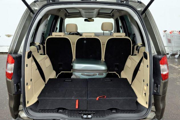 Ford Galaxy II - bagażnik (3. rząd siedzeń złożony)