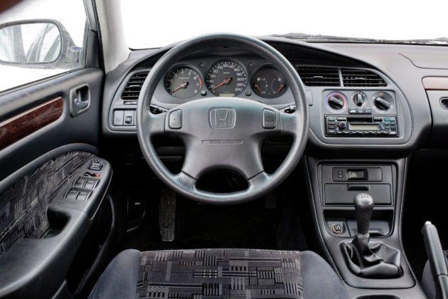 Honda Accord VI - deska rozdzielcza