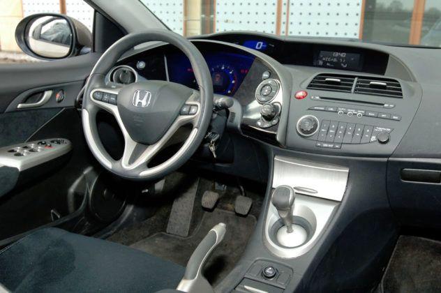 Honda Civic VIII - deska rozdzielcza