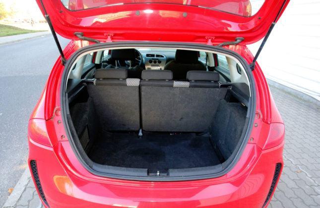 Kompakty - najgorszy - Seat Leon II (bagażnik)