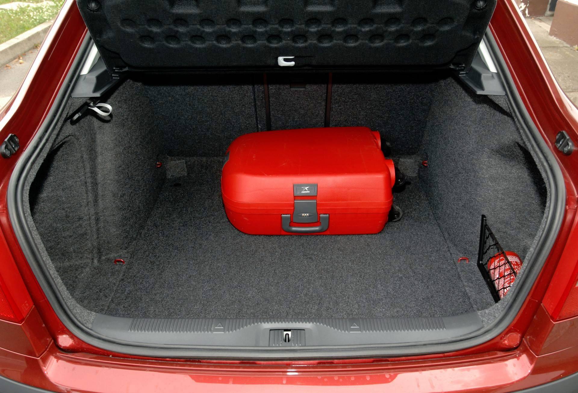 Nowość Rzeczywista pojemność bagażnika - ZESTAWIENIE ZF45