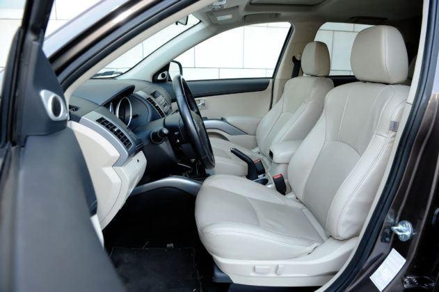 Mitsubishi Outlander II - fotel kierowcy