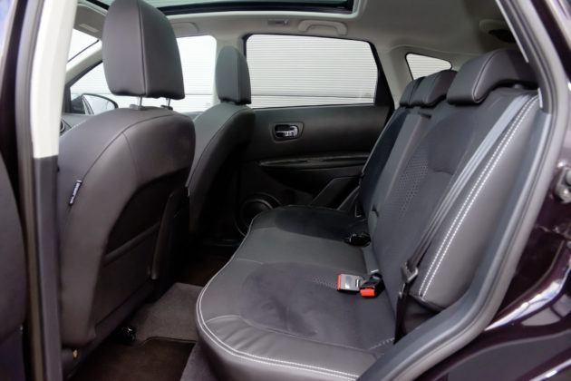 Nissan Qashqai I - tylna kanapa
