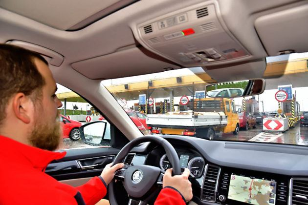 Pasażerowie nie uiszczają swoich opłat za przejazd autostradą.