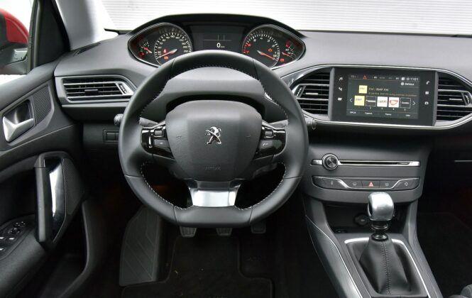 Peugeot 308 II deska rozdzielcza (2)