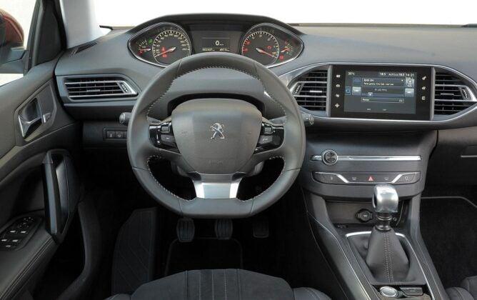 Peugeot 308 II deska rozdzielcza (3)