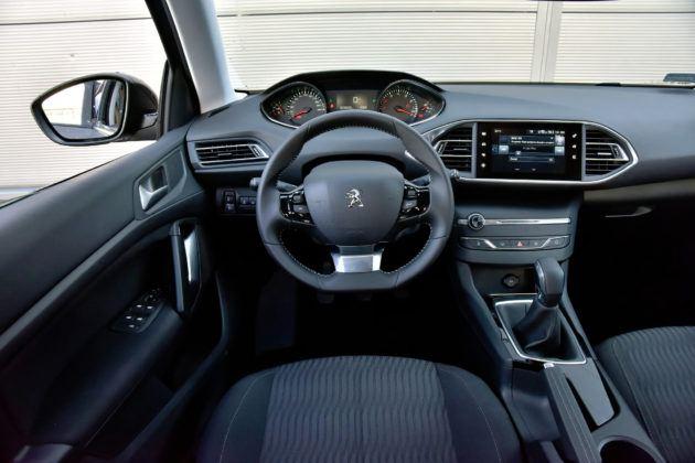 Peugeot 308 II - deska rozdzielcza