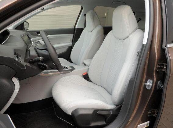 Peugeot 308 II fotel kierowcy (2)