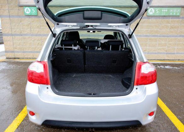 Toyota Auris I Hybrid - bagażnik