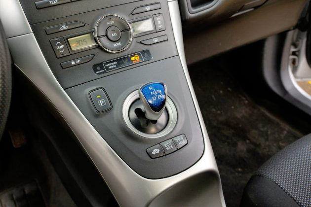Toyota Auris I Hybrid - dźwigienka wyboru kierunku jazdy