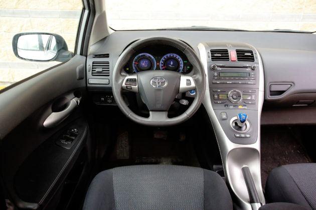 Toyota Auris I Hybrid - deska rozdzielcza