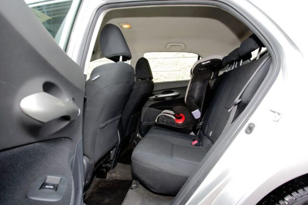 Toyota Auris I Hybrid - tylna kanapa