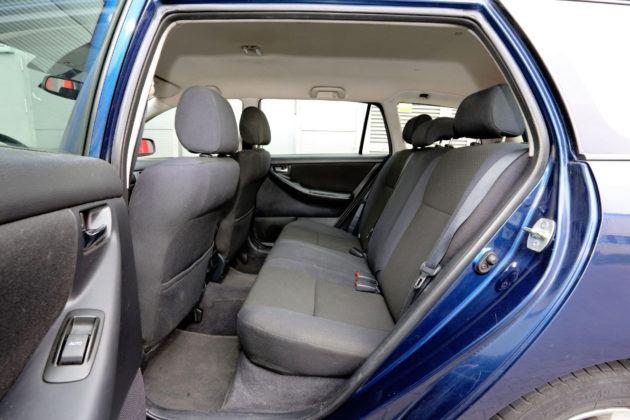 Toyota Corolla IX - tylna kanapa