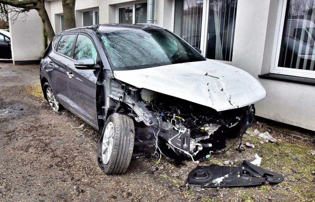 Tak zniszczonego samochodu nie opłaca się naprawiać.