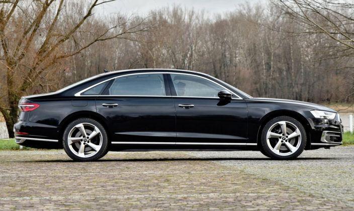 Audi A8 - bok