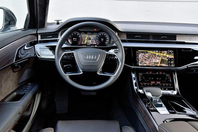 Audi A8 - deska rozdzielcza