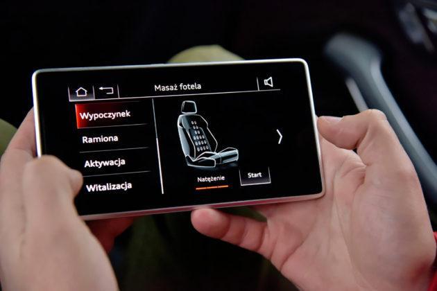 W Audi do obsługi tylnej kanapy, rolet i dachu służy 5,7-calowy tablet.