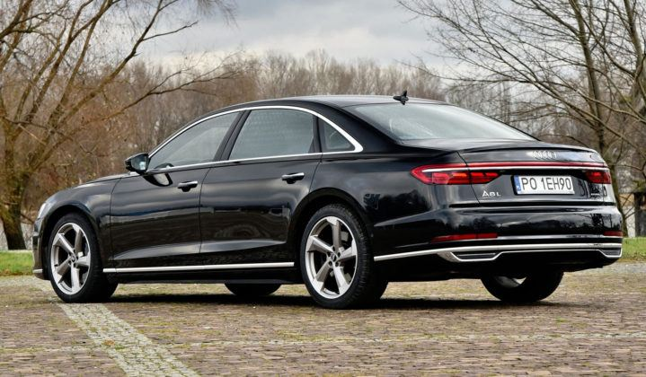 Audi A8 - tył