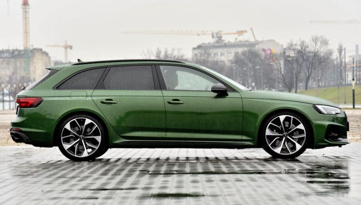 Audi RS 4 - bok